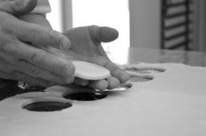 Mani biscotti bianco e nero