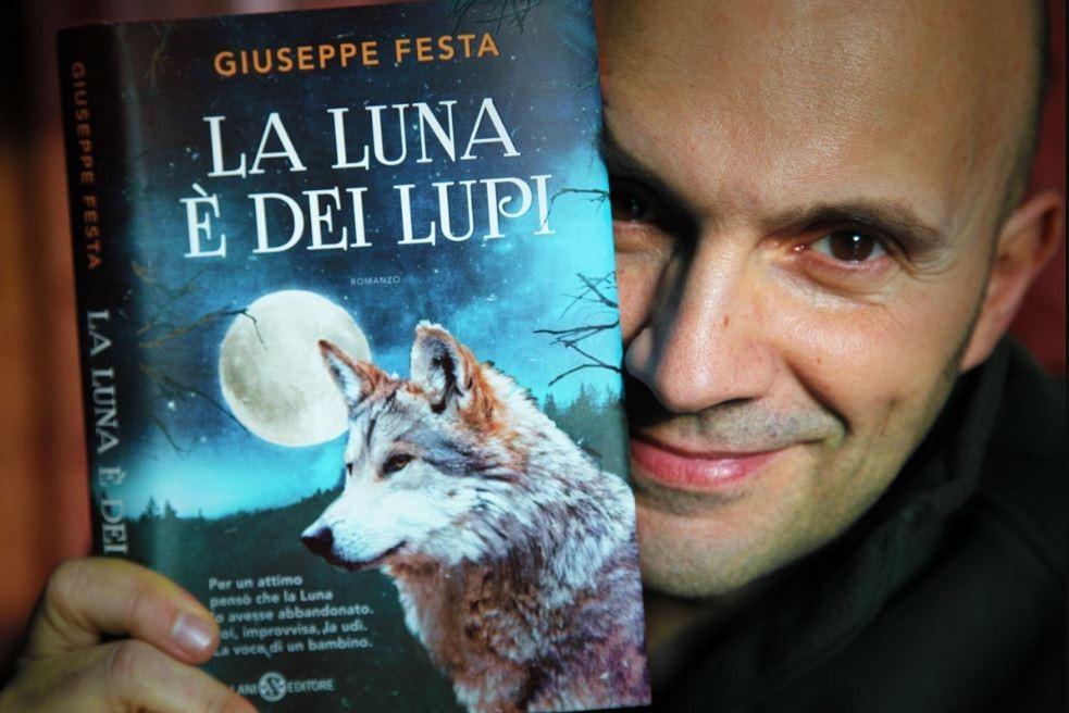 """""""La luna è dei lupi"""""""